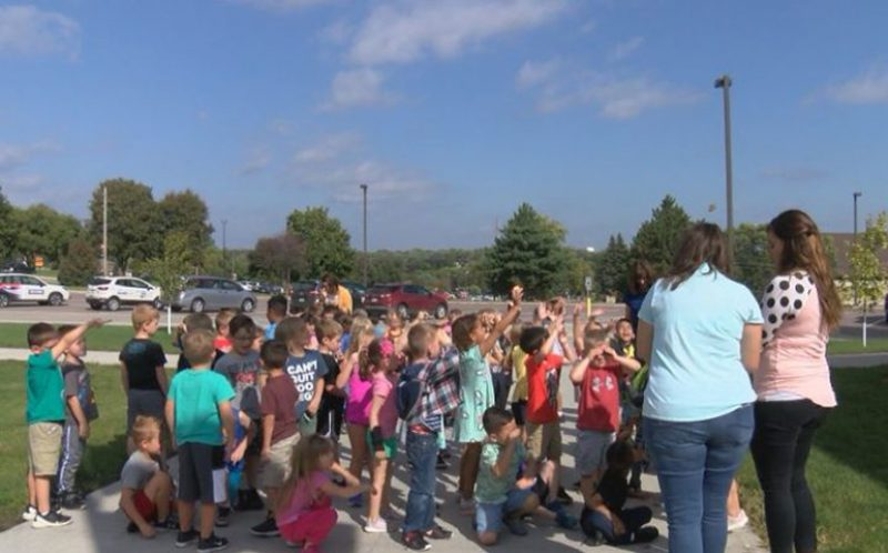 Students at Nodland Elementary with Monarch-Butterflies. Photo by Leslie London KTIV.