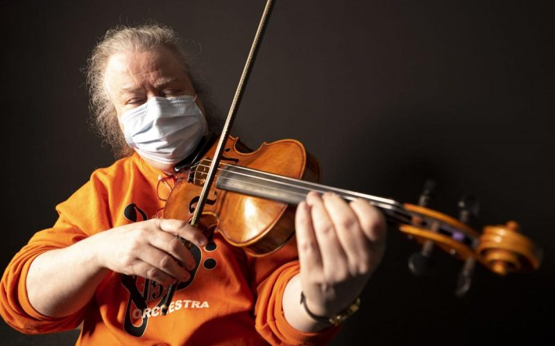 Elanor May Patternson plays the violin. Photo by Jesse Brothers, Sioux City Journal