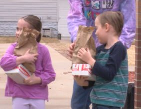Students pick up meals in Sioux City